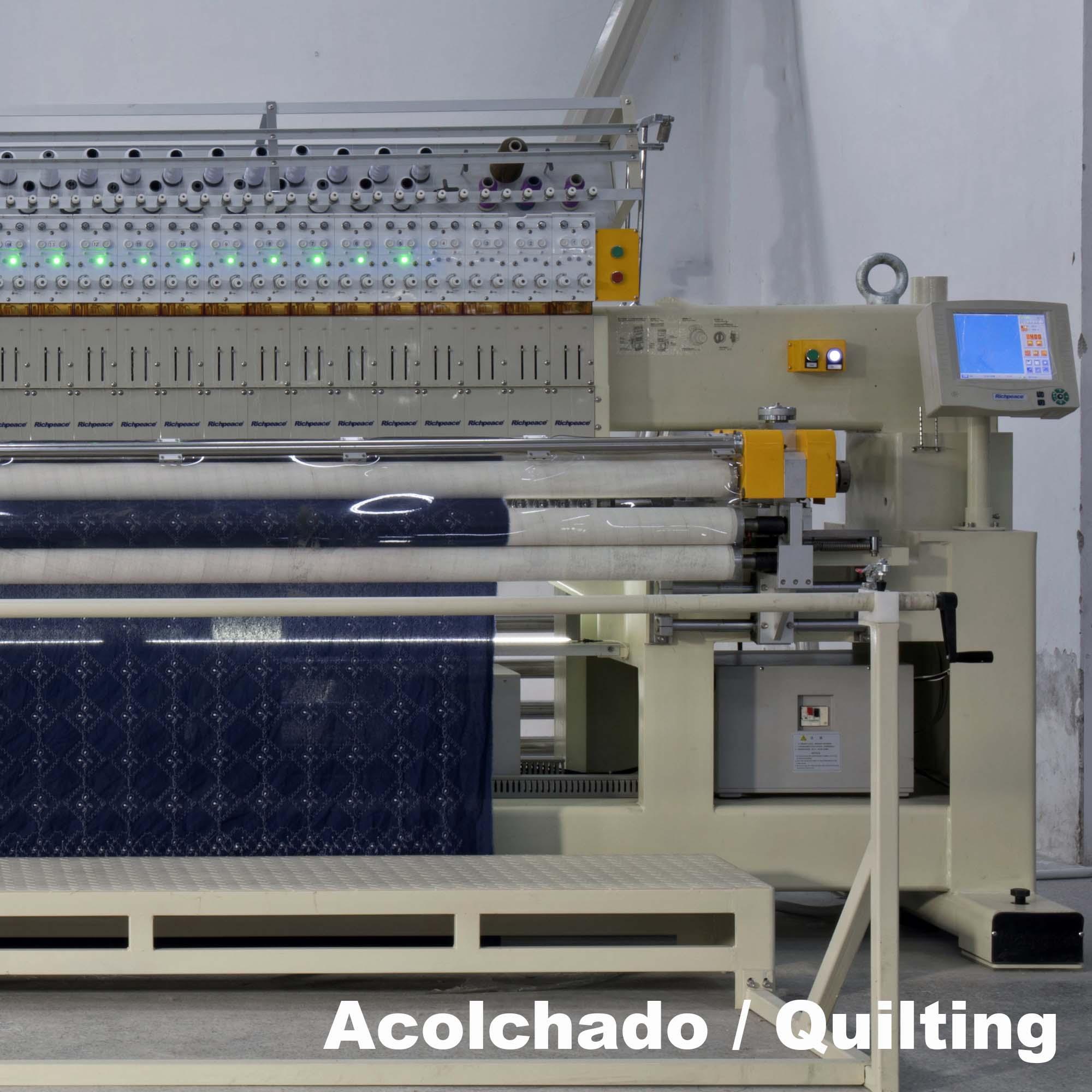 acolchado en una fabrica de telas